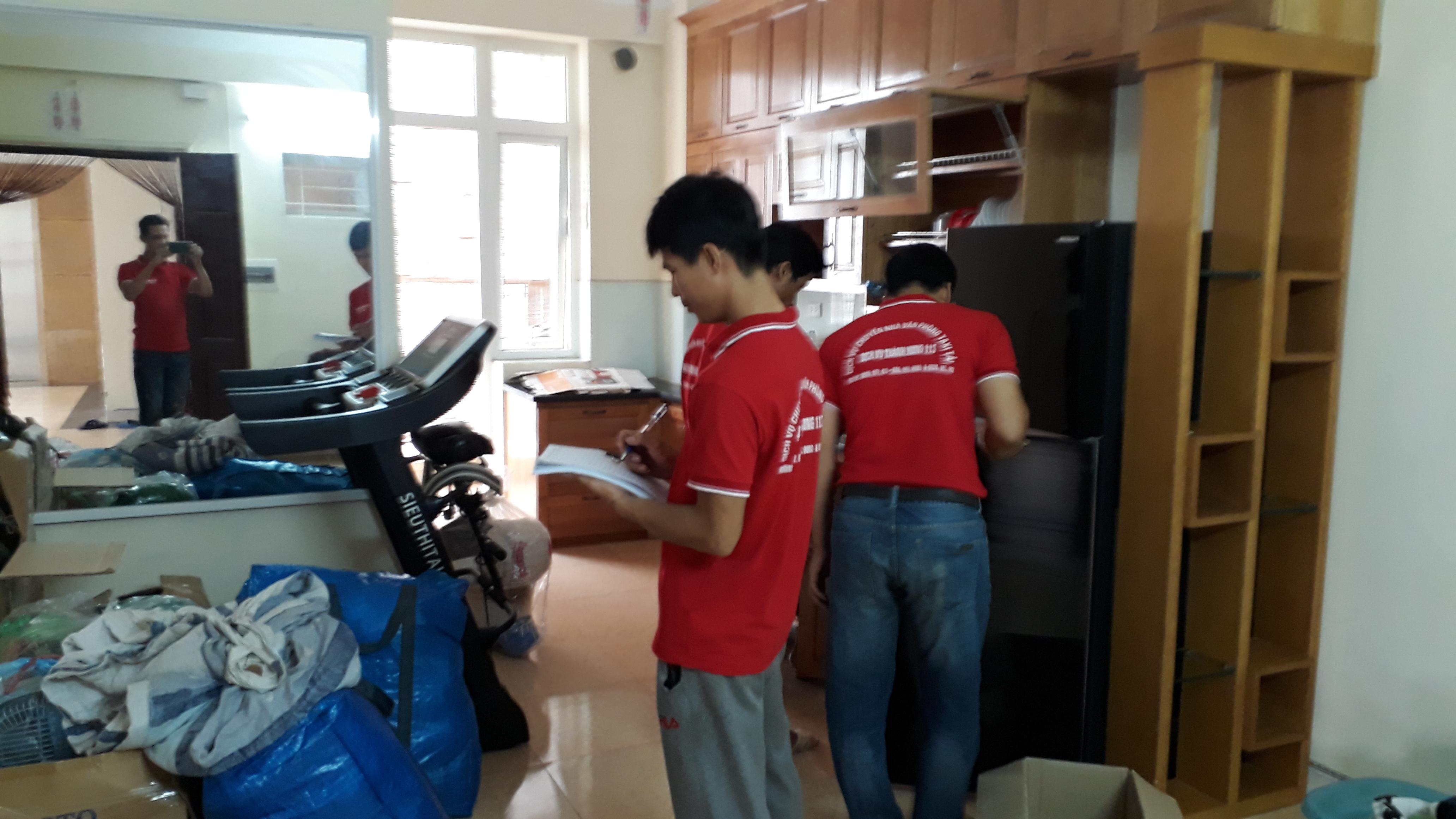 Nhân viên Thành Hưng khảo sát chuyển nhà lên tỉnh
